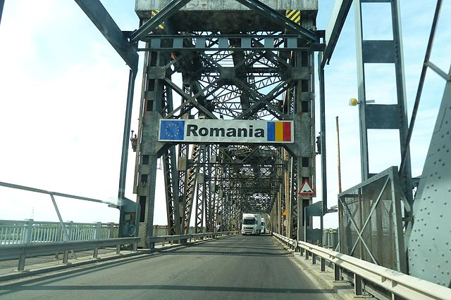 640px-Danube_Bridge_border_crossing.jpg